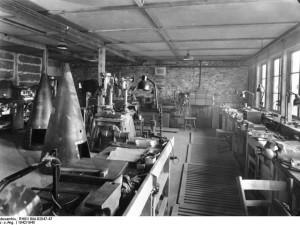 Bundesarchiv_RH8II_Bild-B2047-47,_Peenemünde,_Werkstatt